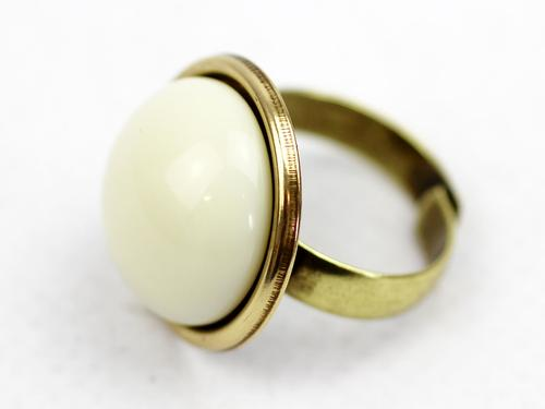 love_boutique_white_ring2.jpg